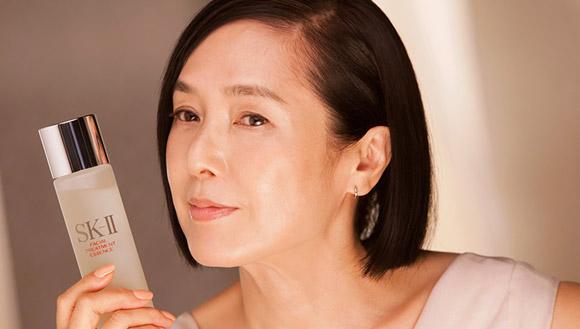 Sở hữu làn da trắng sáng, mịn màng dù đang ở độ tuổi 60 của Kaori Momoi