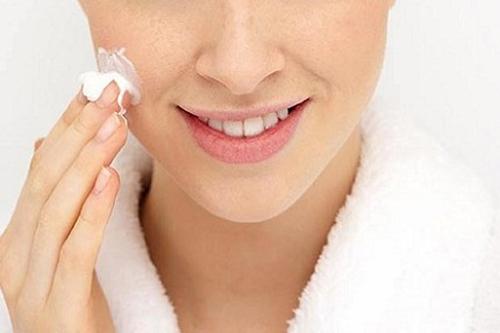 Bạn nên chú ý khi da bạn khô thay đổi đột ngột da và xuất hiện các lớp bong tróc