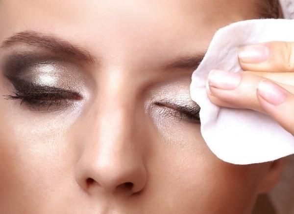 Hãy rửa sạch mặt bằng sửa rữa mặt sau khi tẩy trang