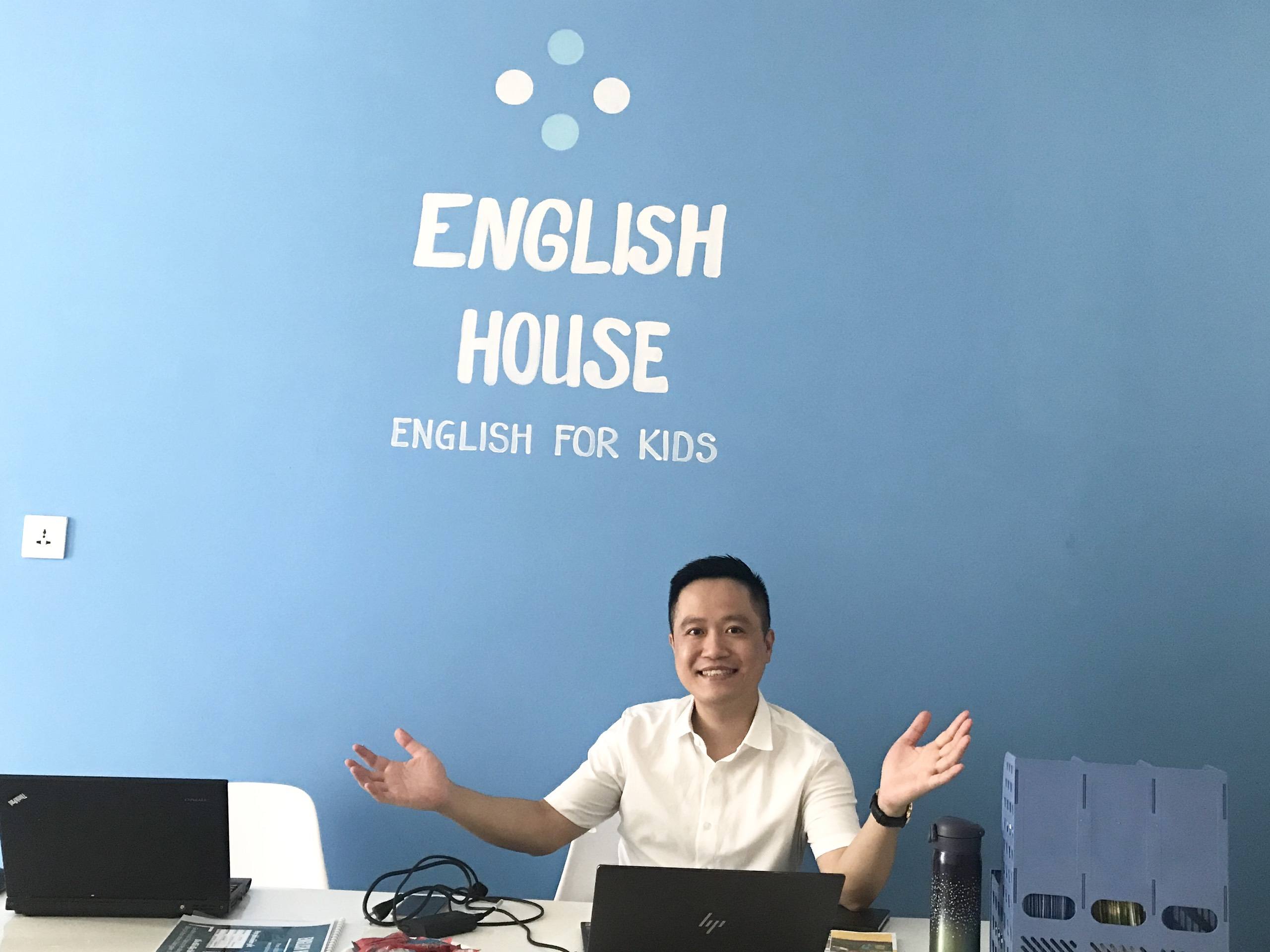 Peter and Jay say welcome to All Friends in English House Ocean Park