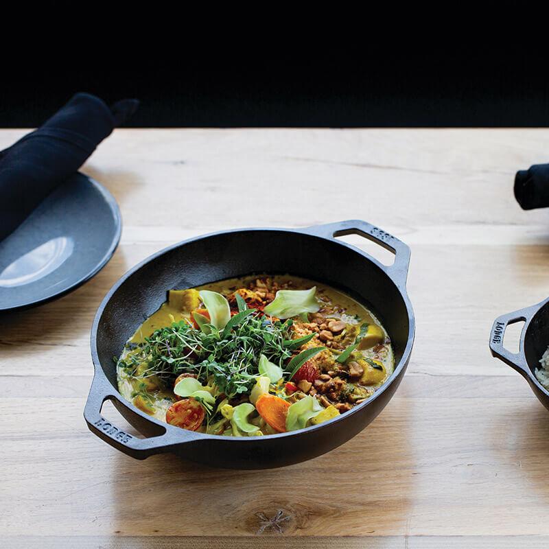 Chảo gang Lodge kiểu wok