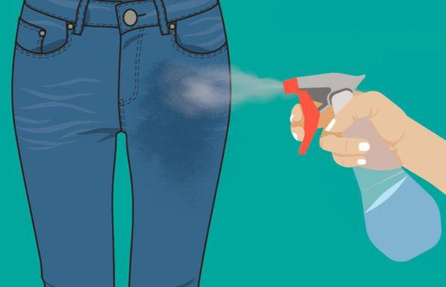 Xịt nước ấm lên quần jean
