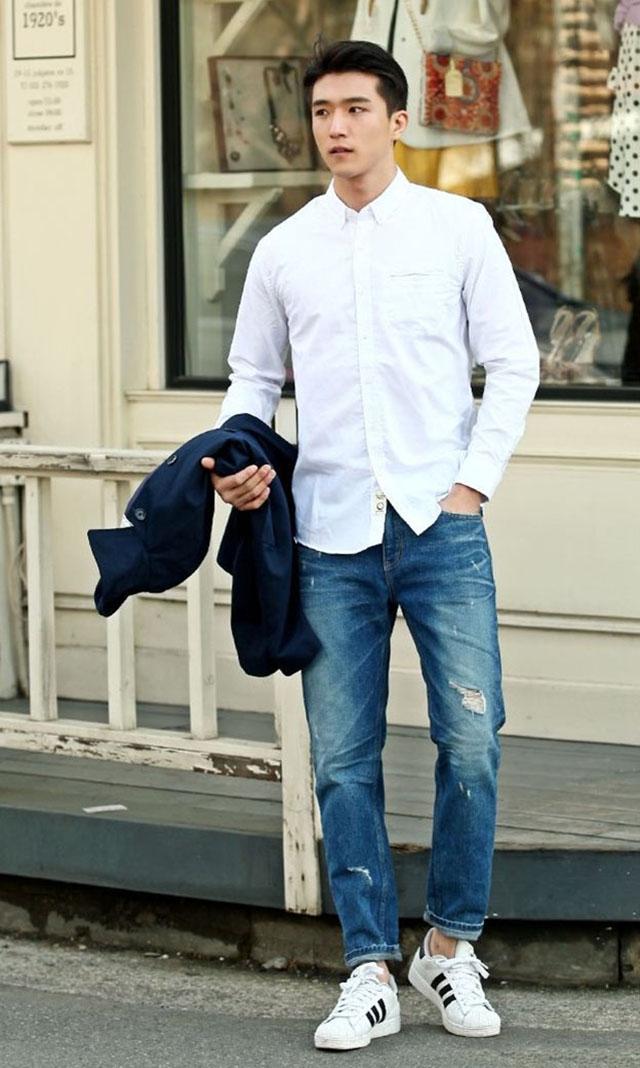 Áo sơ mi trắng với quần Jean nam