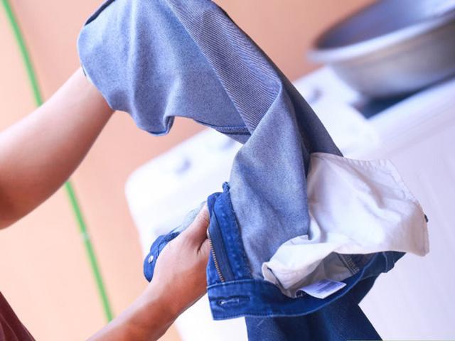tự nhuộm quần áo