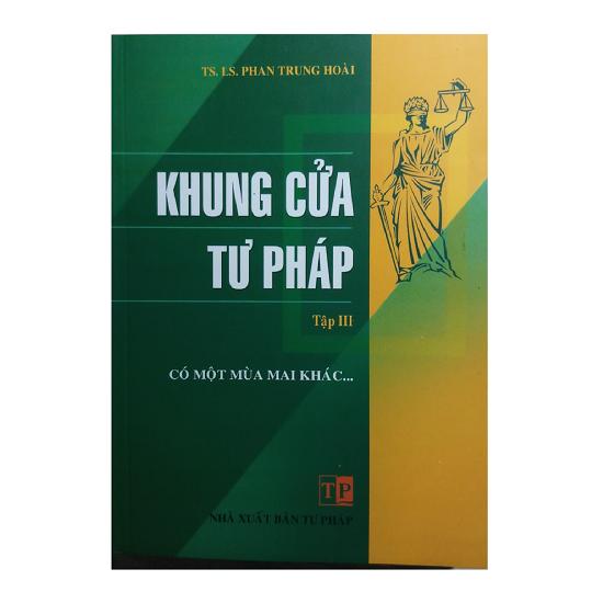 sach-khung-cua-tu-phap-tap-3-co-mot-mua-mai-khac-luat-su-phan-trung-hoai