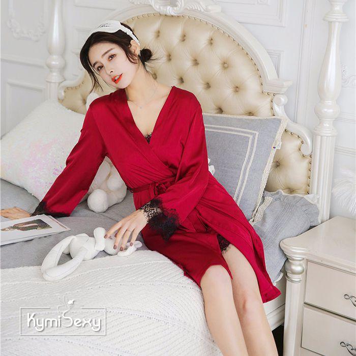 Set đồ ngủ phi lụa 2 dây viền ren đen kèm áo choàng