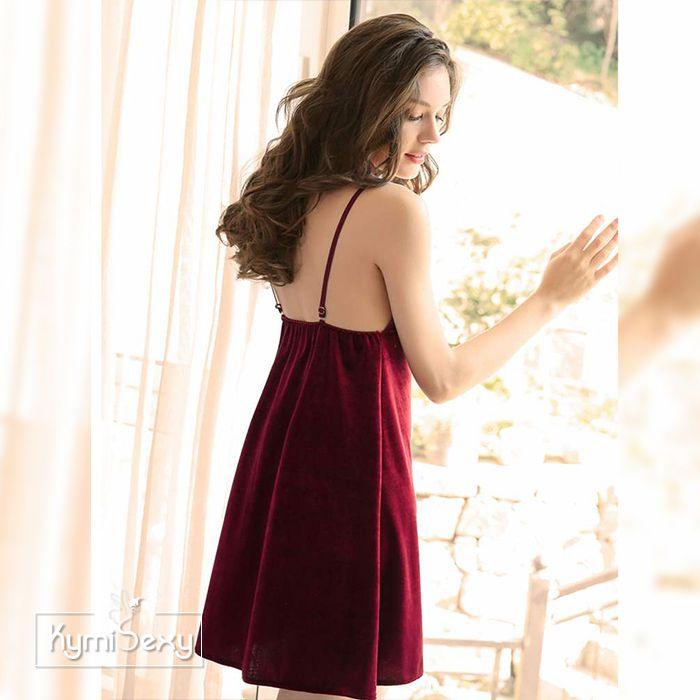 Váy ngủ nhung xẻ cổ chữ V quyến rũ