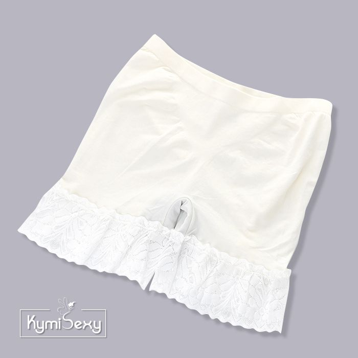 Quần thun ôm bụng mặc trong váy viền ren