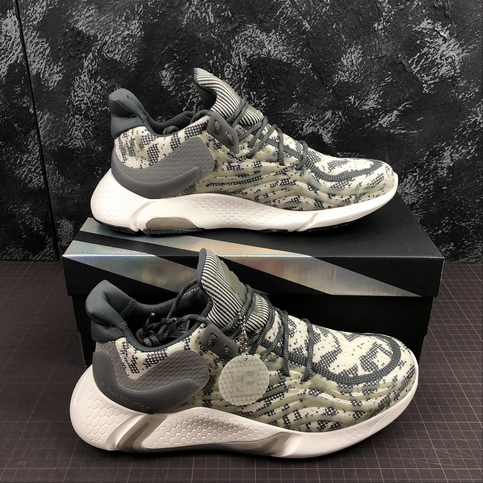 giay-sneaker-adidas-alphabounce-yeezy-boost-ay6687