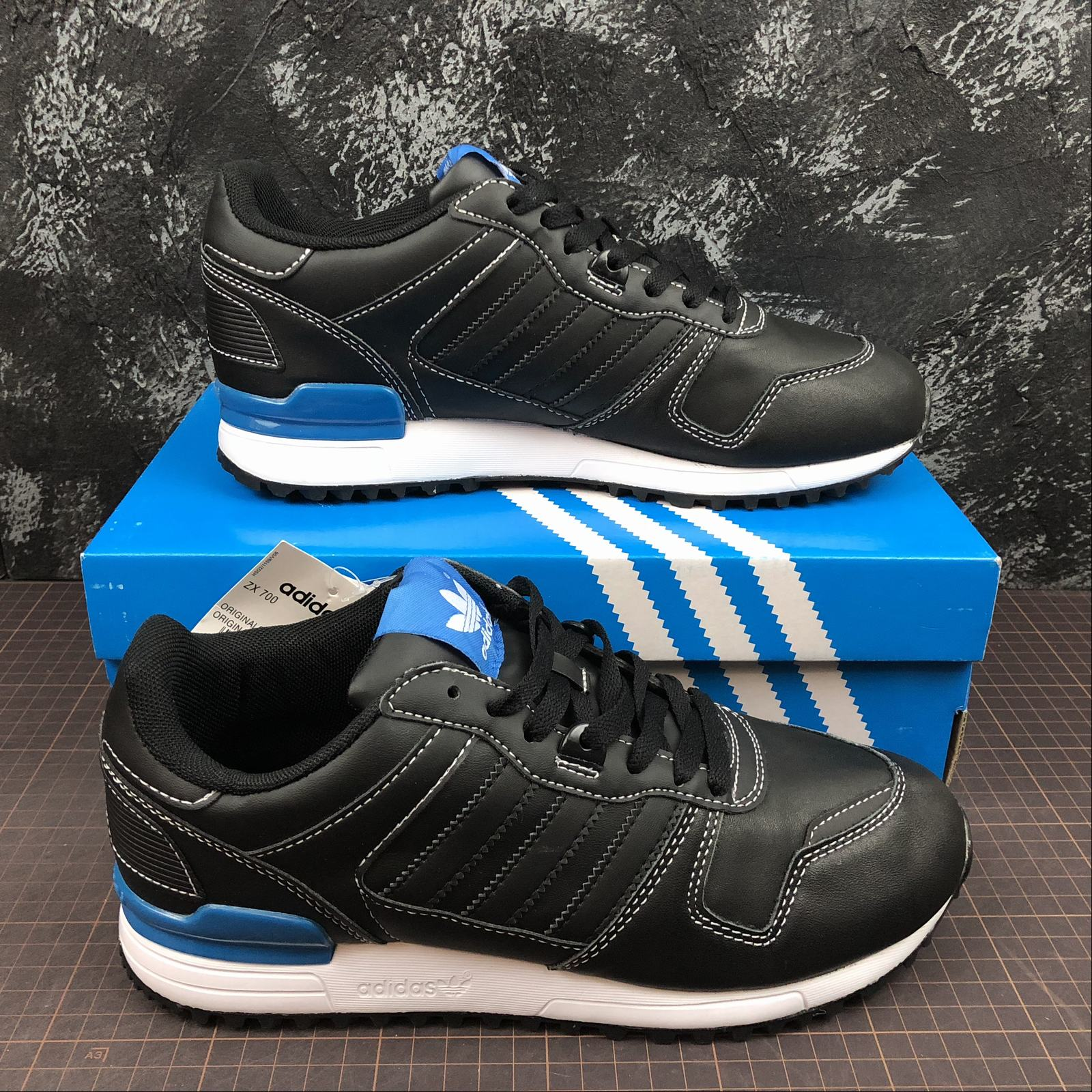 giay-sneaker-adidas-zx700-g68638