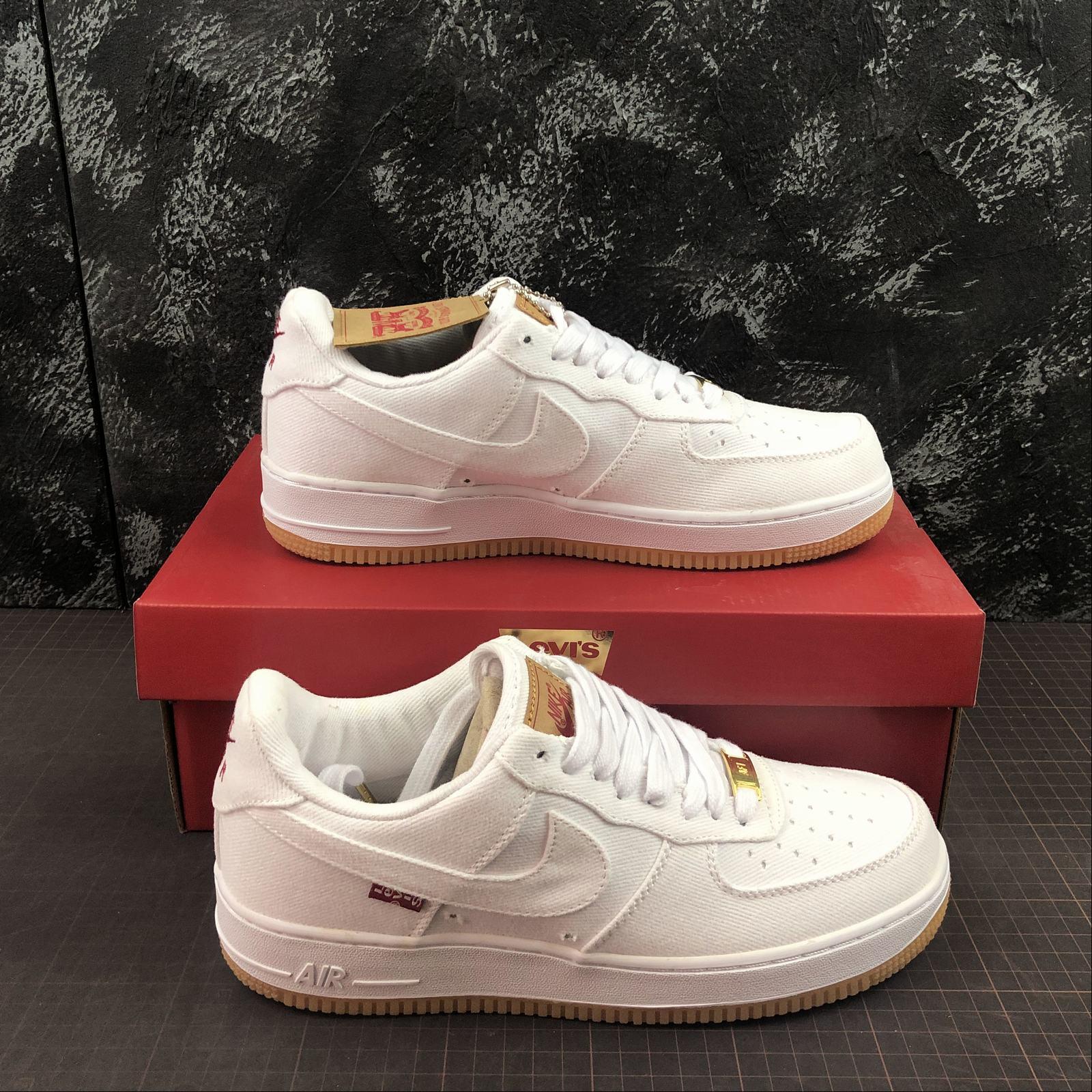 giay-sneaker-nike-air-force-1-retro-levis-a02571-601-da-trang