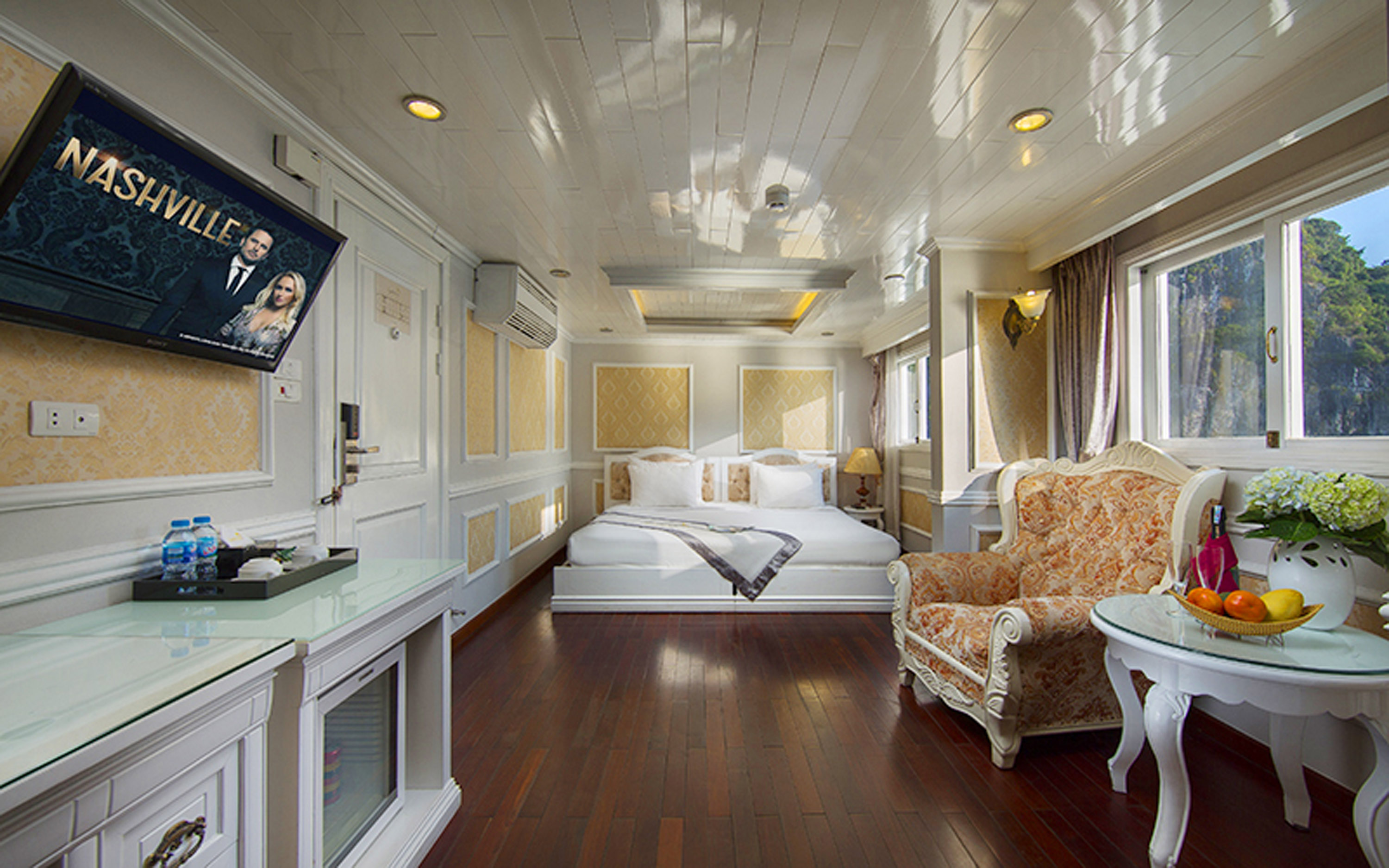 Junior Suite on signature Ha Long Cruise