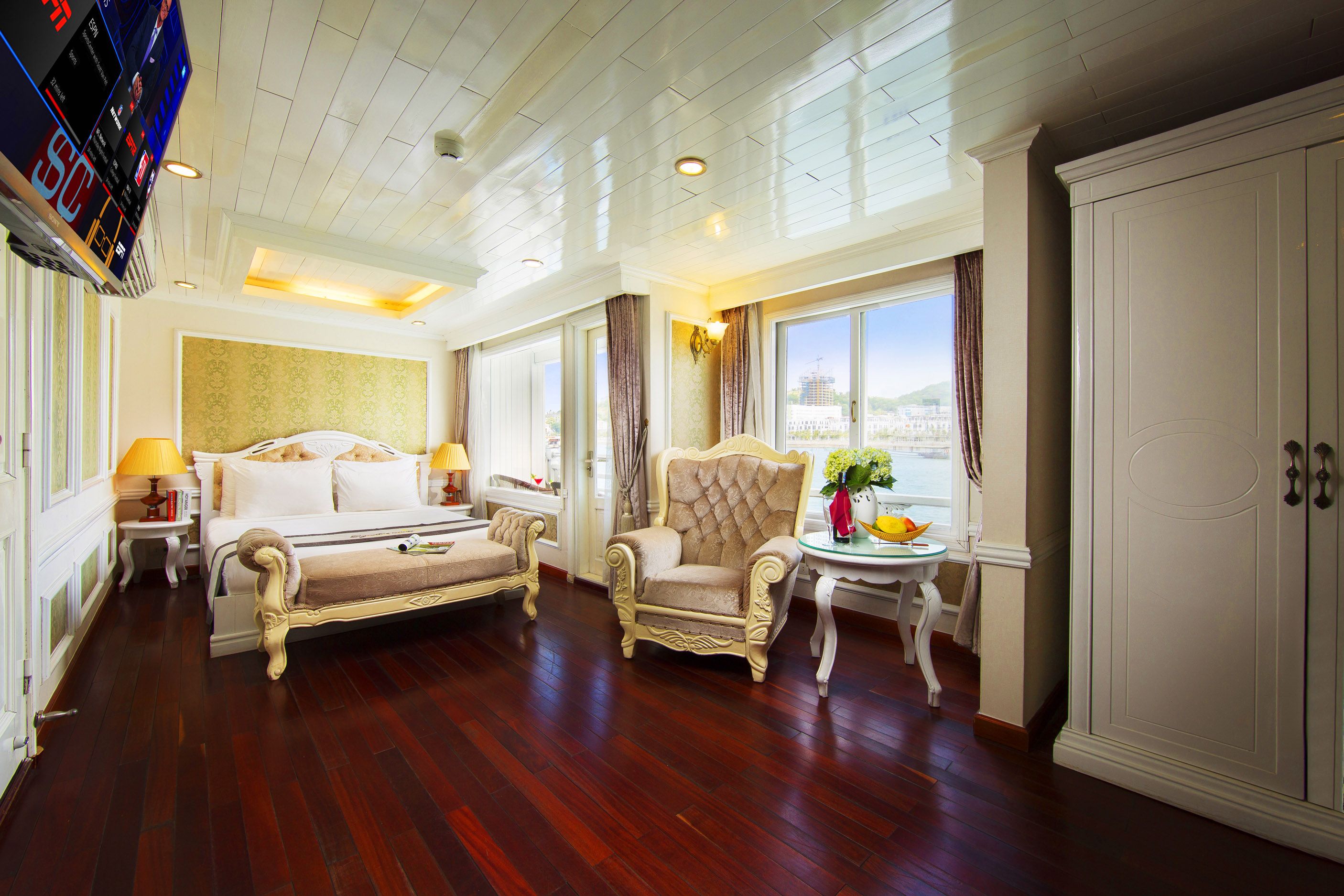 Signature Senior Suite in Signature Halong Cruise