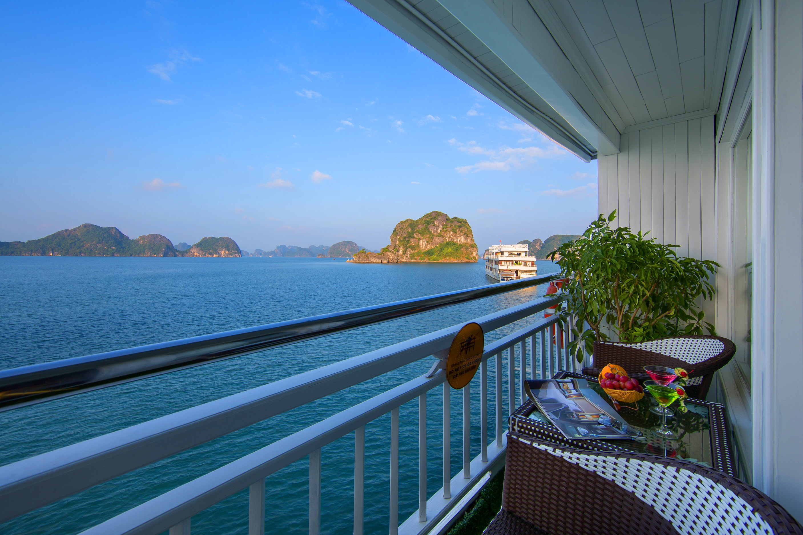 Signature Royal Suite in Sinature HaLong Cruise
