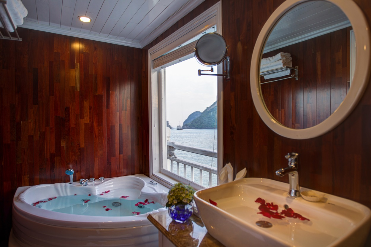 Bathroom at Junior Suite in Signature HaLong Cruise