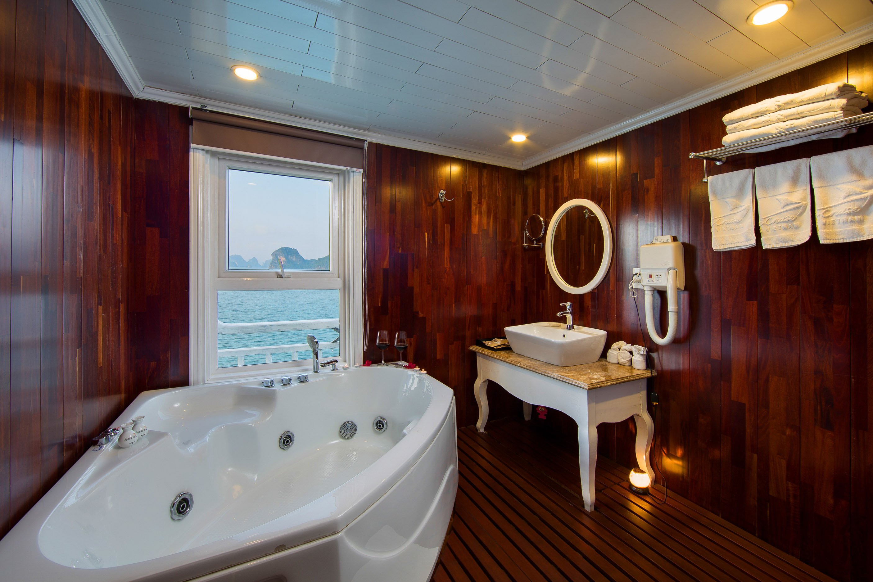 Jacuzzi on Signature Halong Cruise