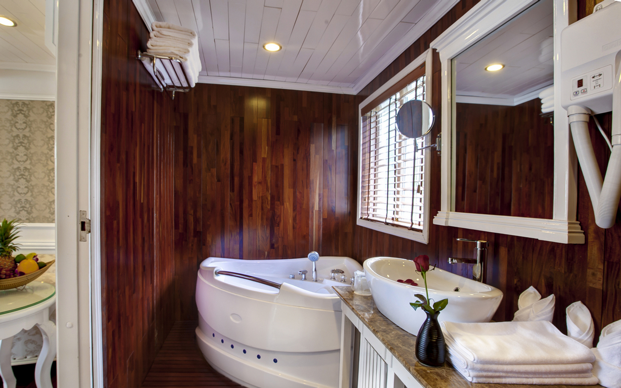 Bathroom on Signature Halong Cruise