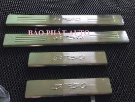bac-ngoai-inox-xe-mazda-bt50