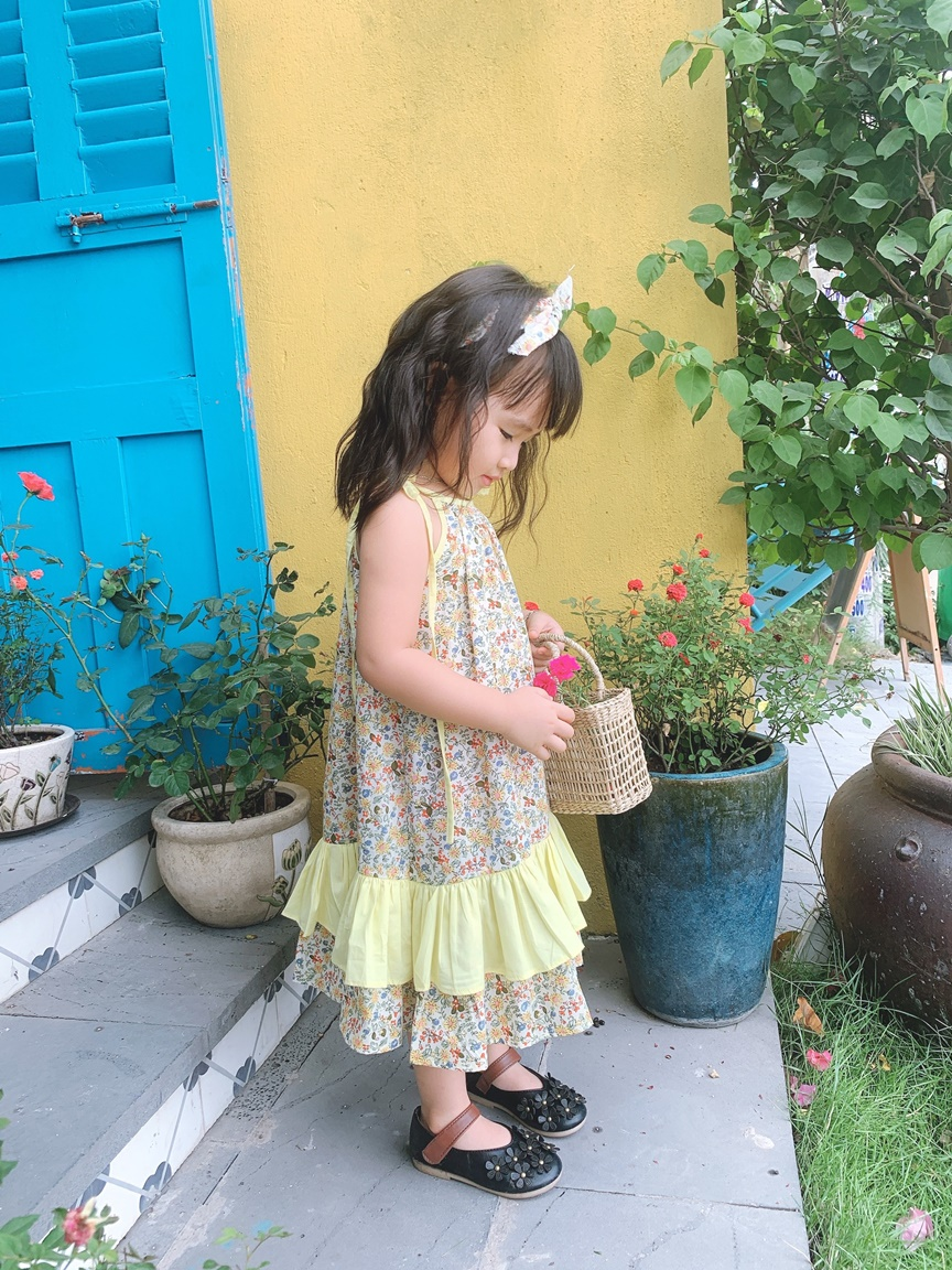 Đầm bé gái vay thắt nơ họa tiết hoa nhỏ li ti nhiều màu viền vàng