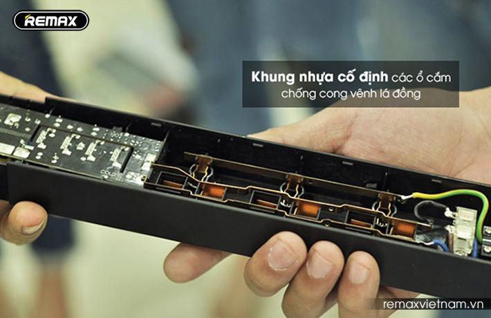 Ổ cắm điện đa năng có 4 cổng USB Remax RU - S2 7