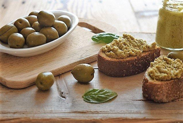 Cách làm món ăn từ ô liu xanh Pure di Olive verdi Luna Dautunno