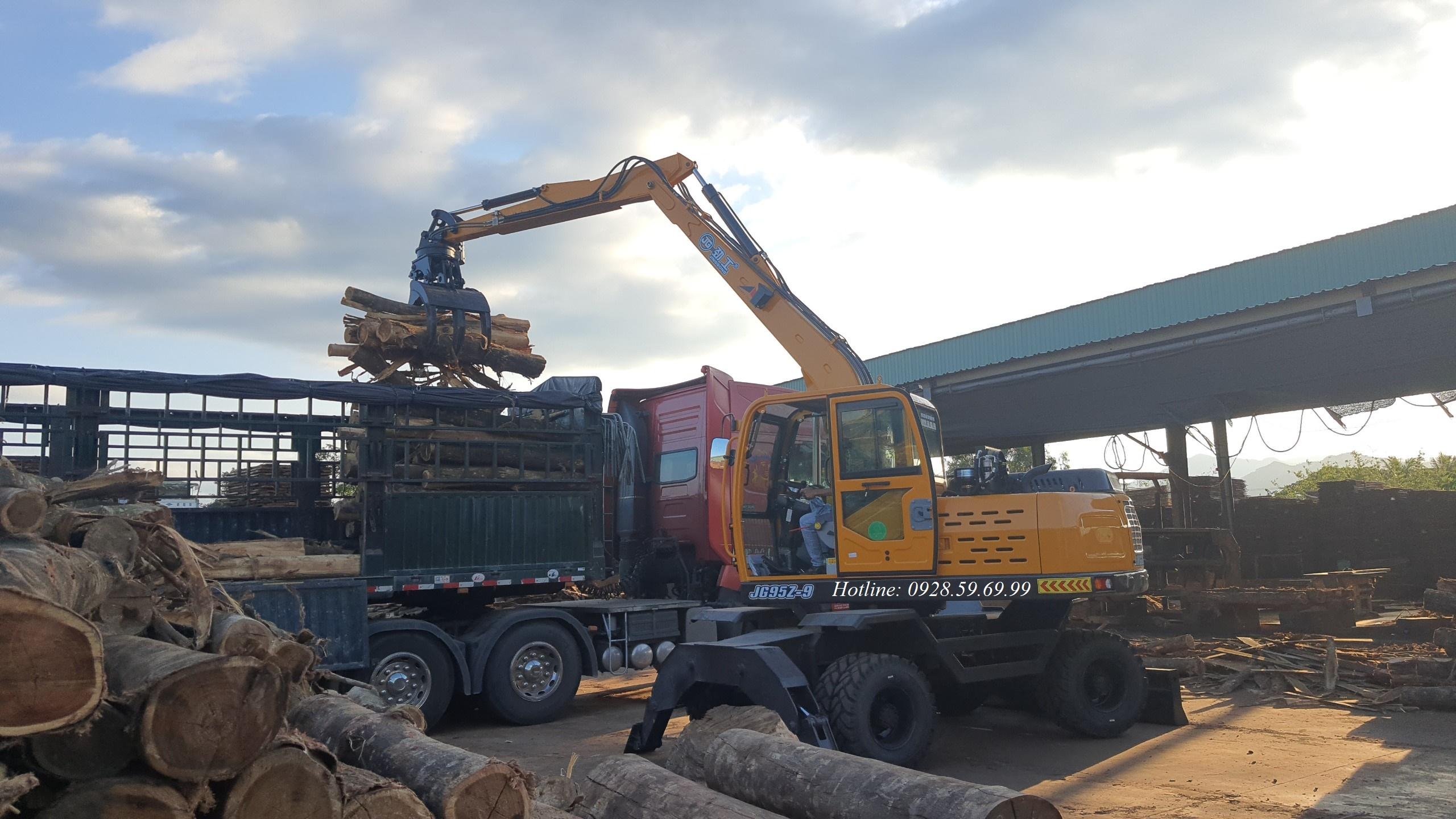 Máy xúc đào bánh lốp 03 gắp gỗ Jinggong JG95Z-9