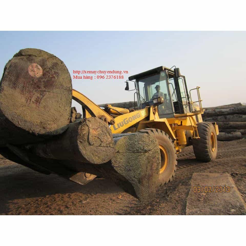 Máy gắp gỗ Liugong, tải trọng nâng 5 tấn.