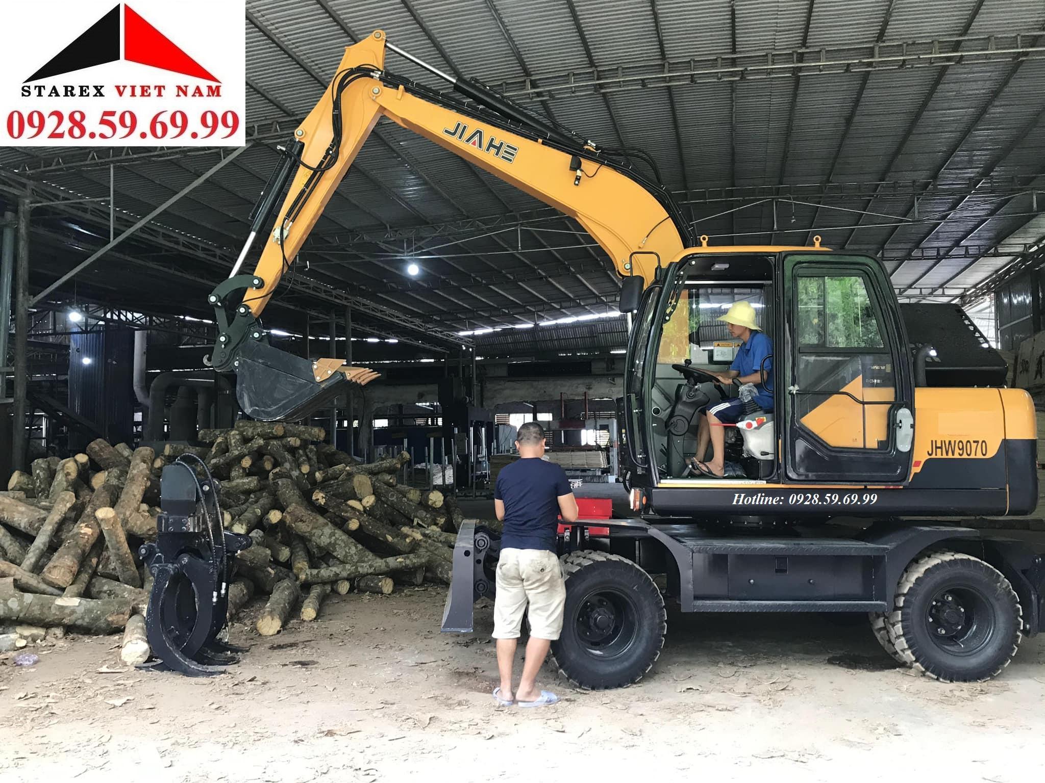 Máy xúc đào bánh lốp gắp gỗ JIAHE JHW70