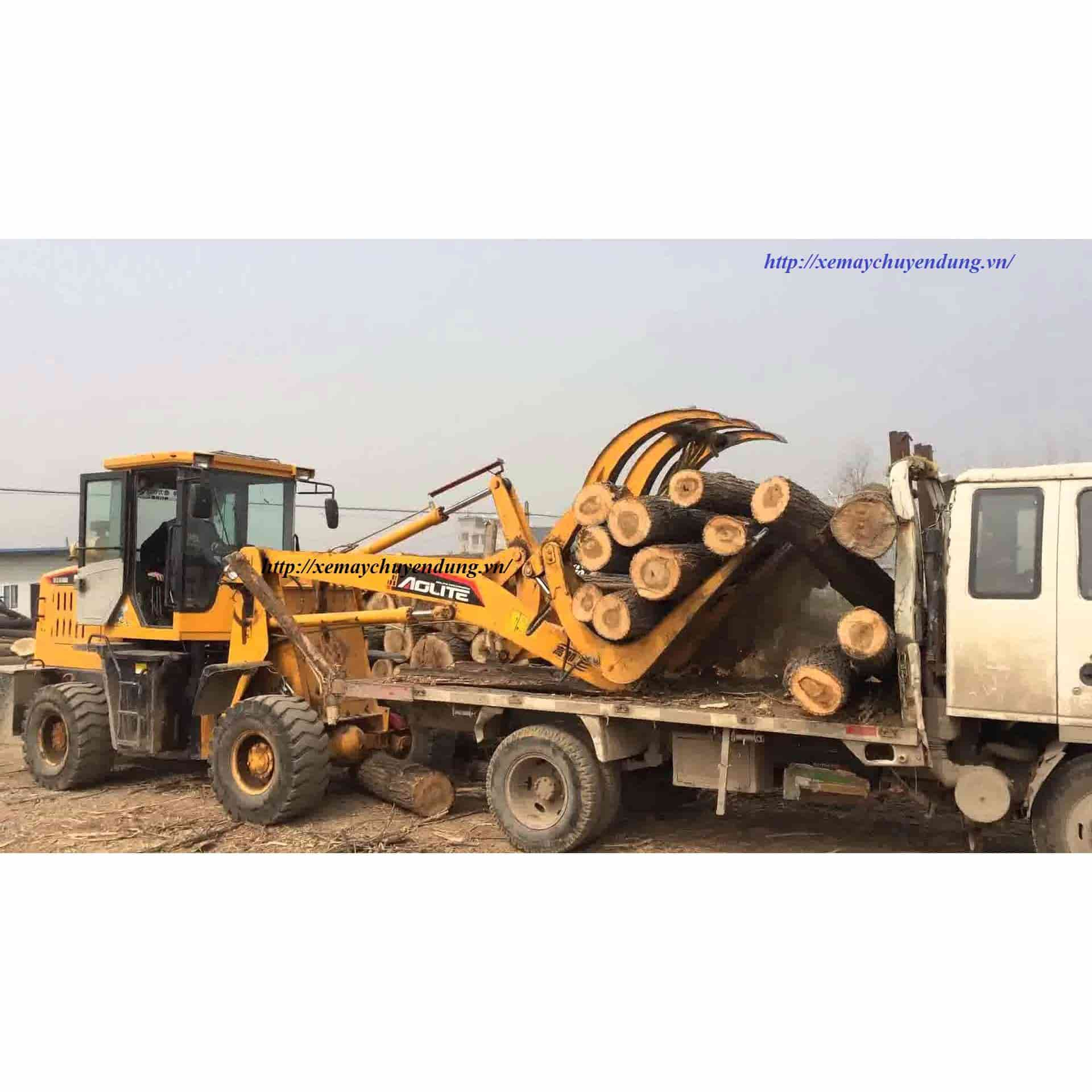Máy xúc lật cần dài 926 xả tải cao 4,2 mét
