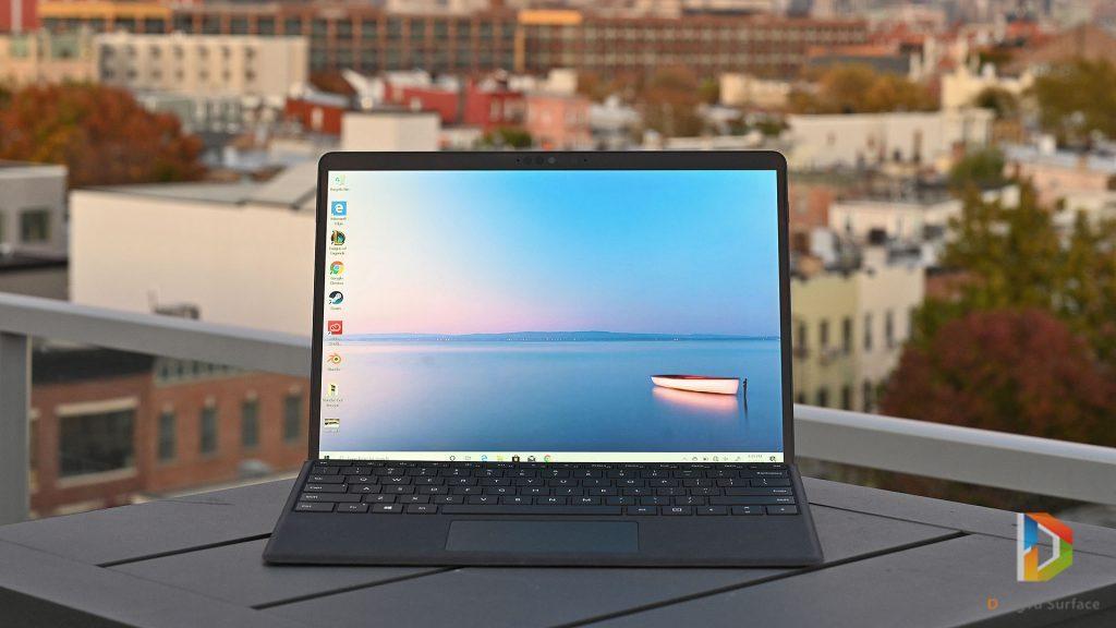 Màn hình của Surface Pro X đã có cạnh 2 bên được vát mỏng