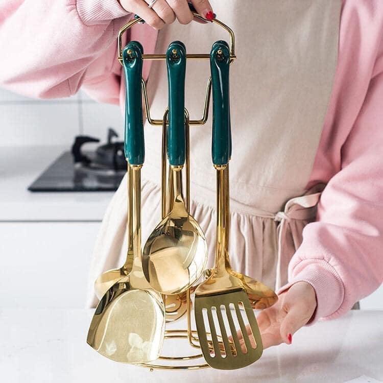 Bộ treo môi mạ vàng siêu xịn gồm 6 dụng cụ nấu ăn