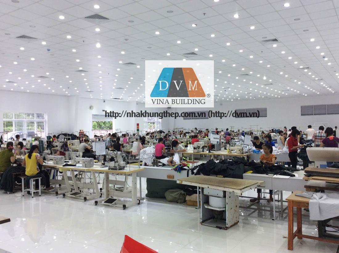 Thi công trần tôn cách nhiệt Việt Hà cho xưởng may mặc