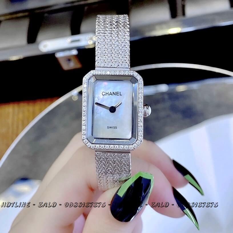 Đồng Hồ Nữ Chanel Boy Friend Diamond Bạc Mặt Trắng 20x28mm