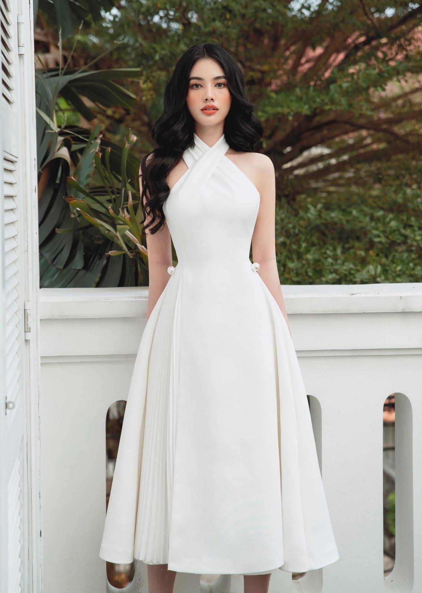 Đầm xoè cổ yếm eo đính ngọc trai #2936