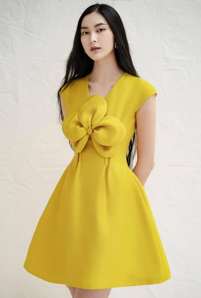 Đầm xoè kết hoa to trước ngực #2820