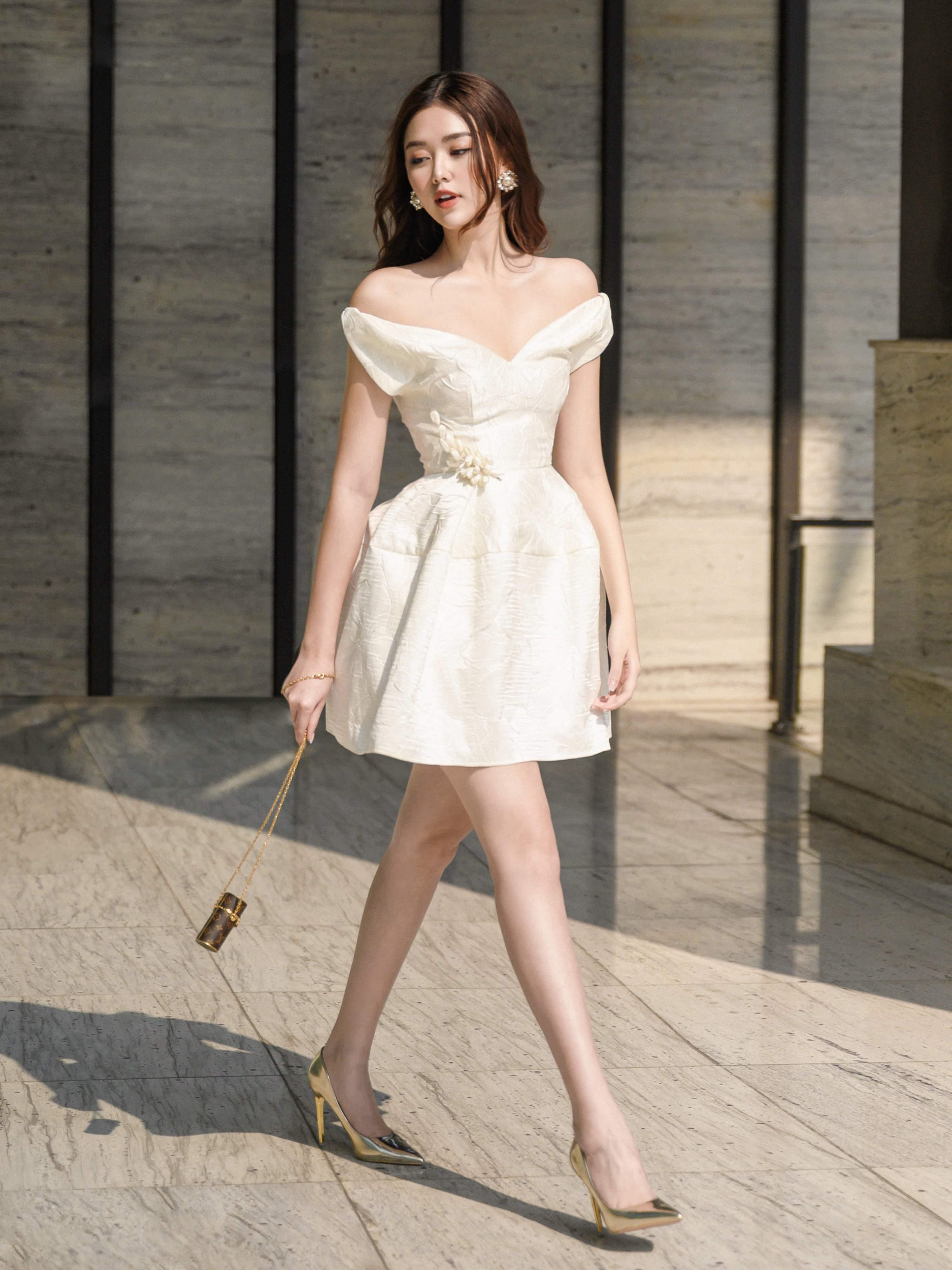 Đầm xòe gấm vai ngang cài hoa #2589
