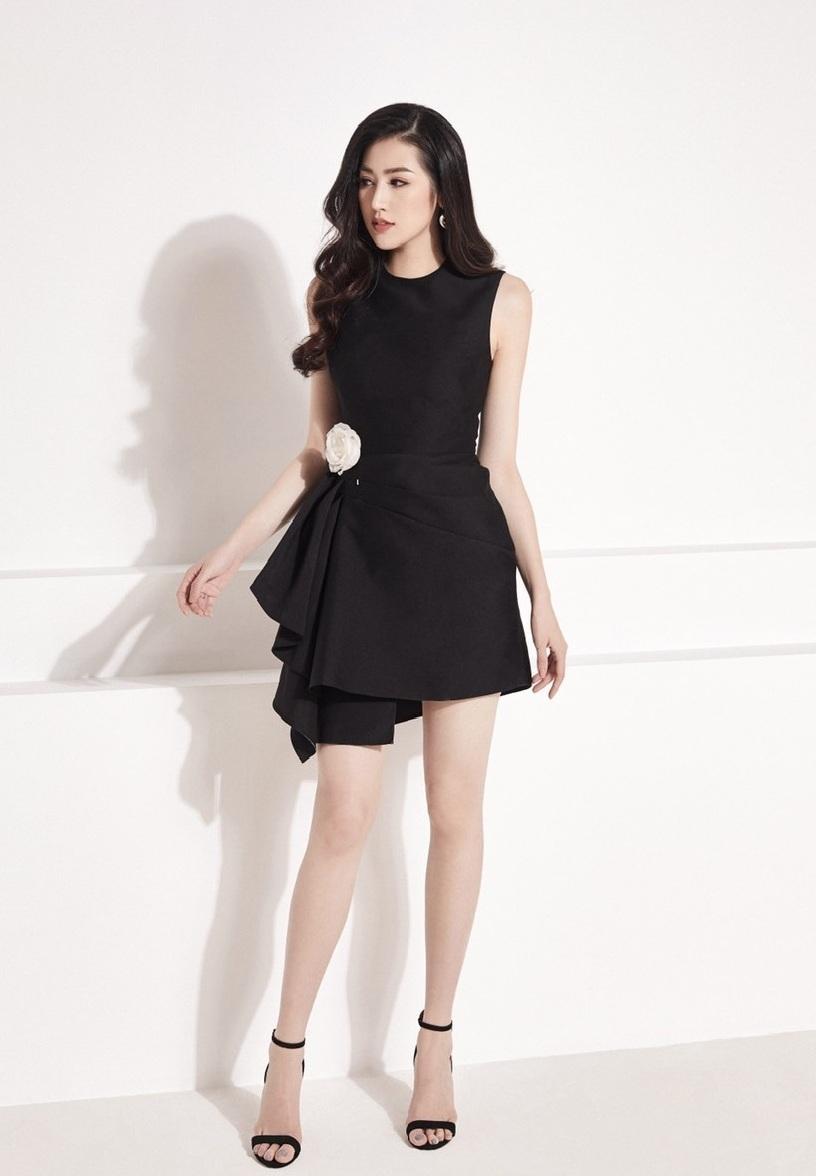 Đầm đen sát nách xếp ly bên sườn #2366