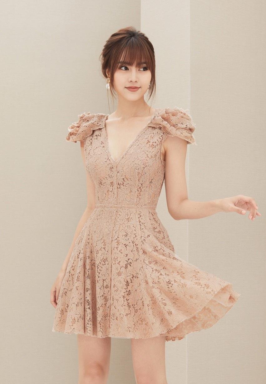 Đầm xòe ren cổ V tay phồng #2383