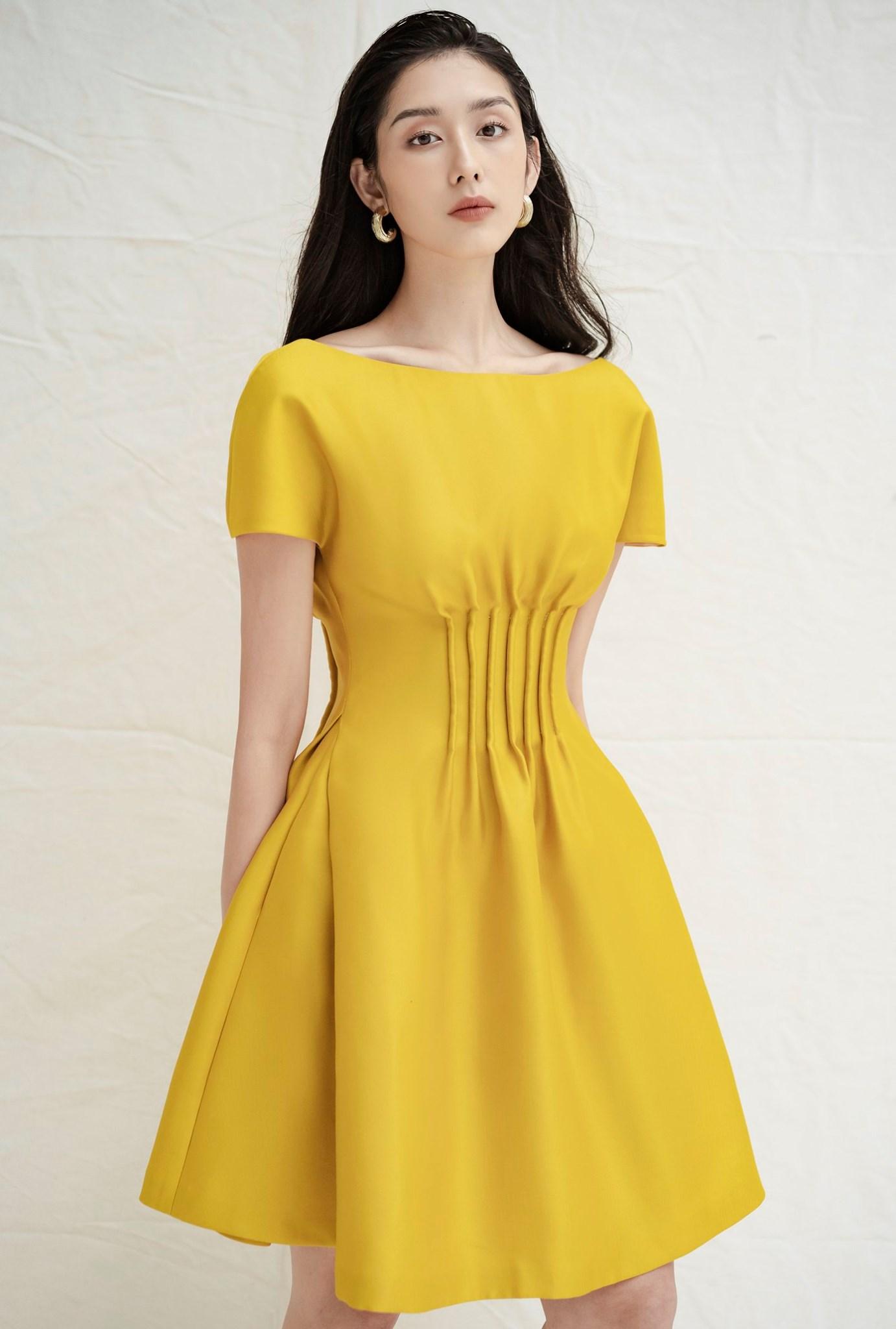 Đầm xoè tay ngắn xếp ly eo #2779