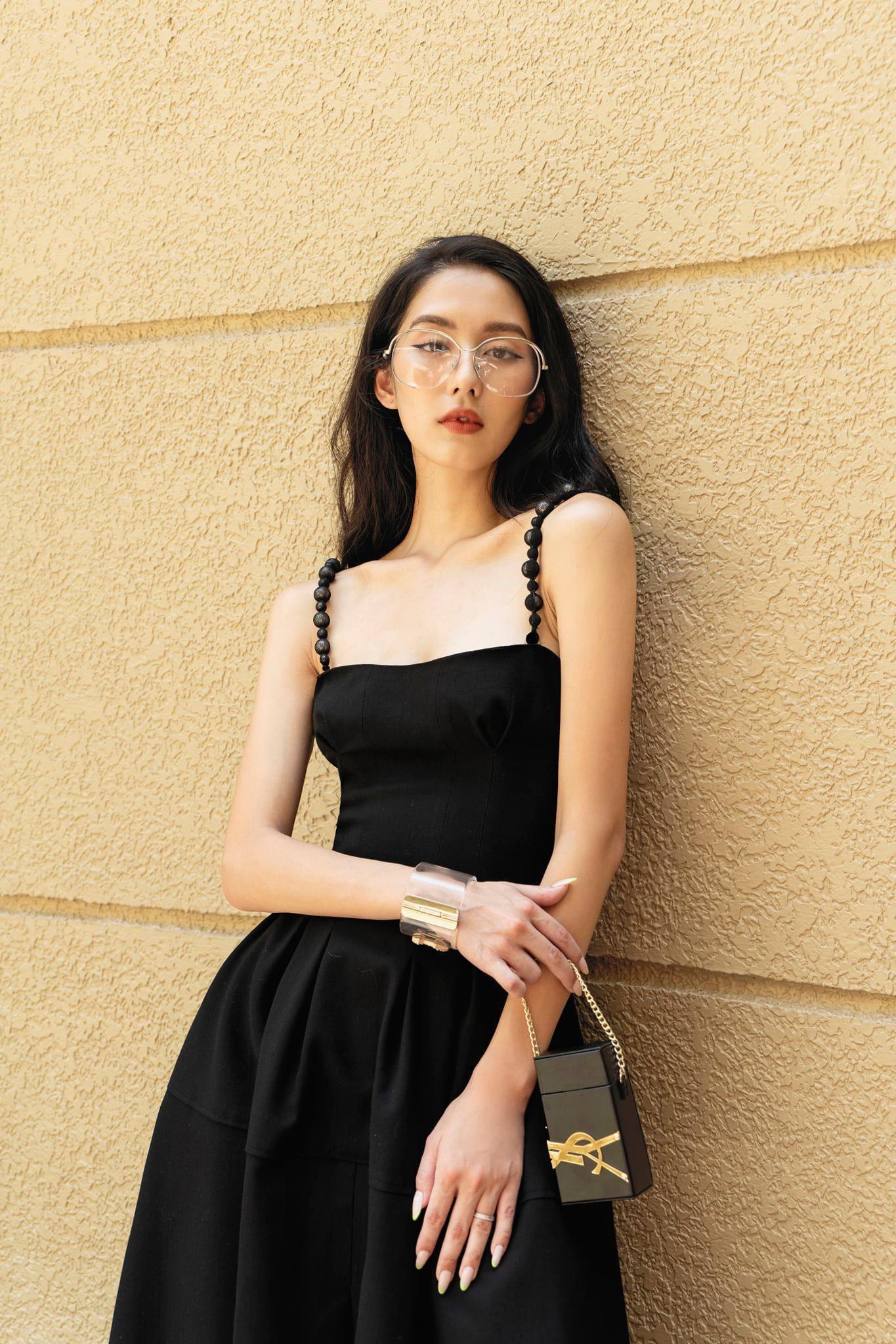 Đầm xoè dài cúp ngực 2 dây ngọc trai