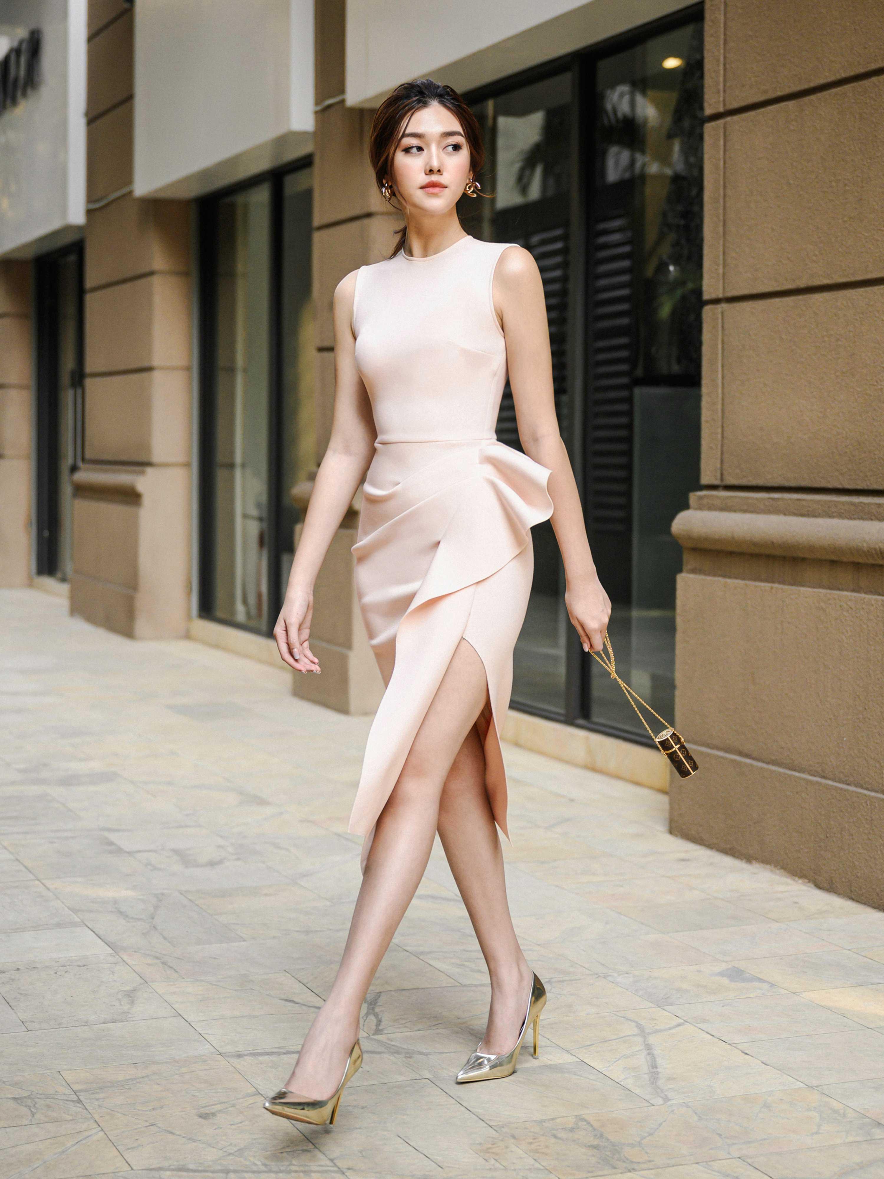 Đầm body xẻ tà bèo #2252