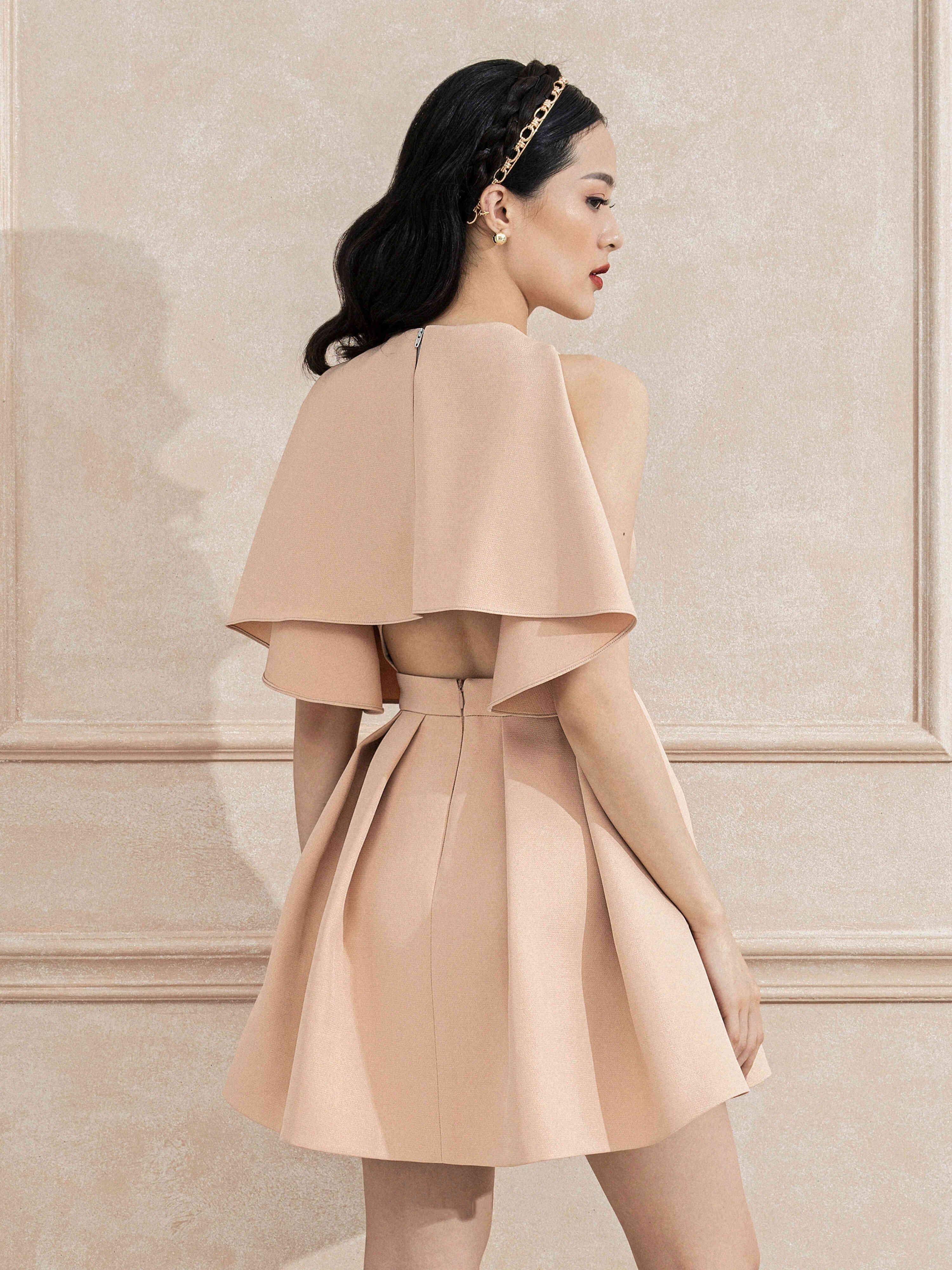 Đầm xoè xếp ly hở lưng áo choàng #2815