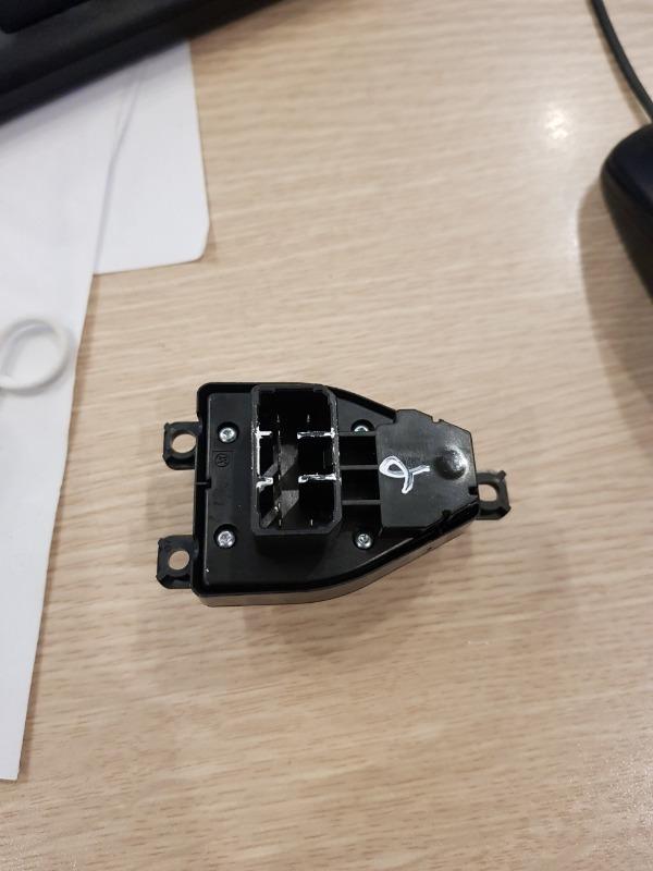 Công tắc chỉnh gương Ford Laser
