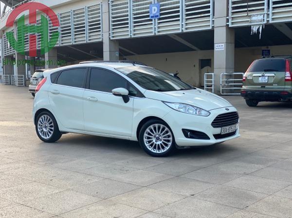 Ford Fiesta 2015 AT