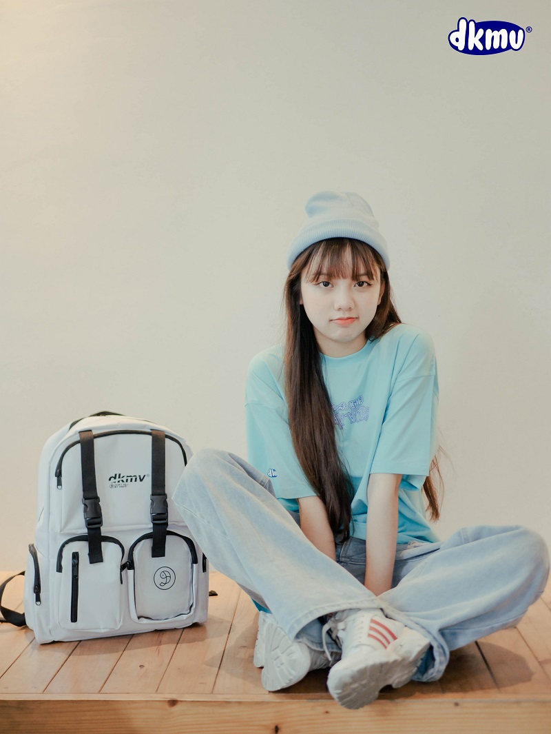 logo-backpack-gia-re-local-brand-dkmv-streetwear