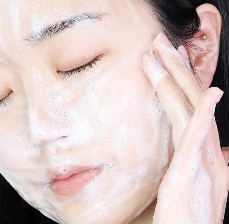 Sữa Rửa Mặt Dưỡng Ẩm, Sáng Da Innisfree Jeju Cherry Blossom Jam Cleanser 150ml