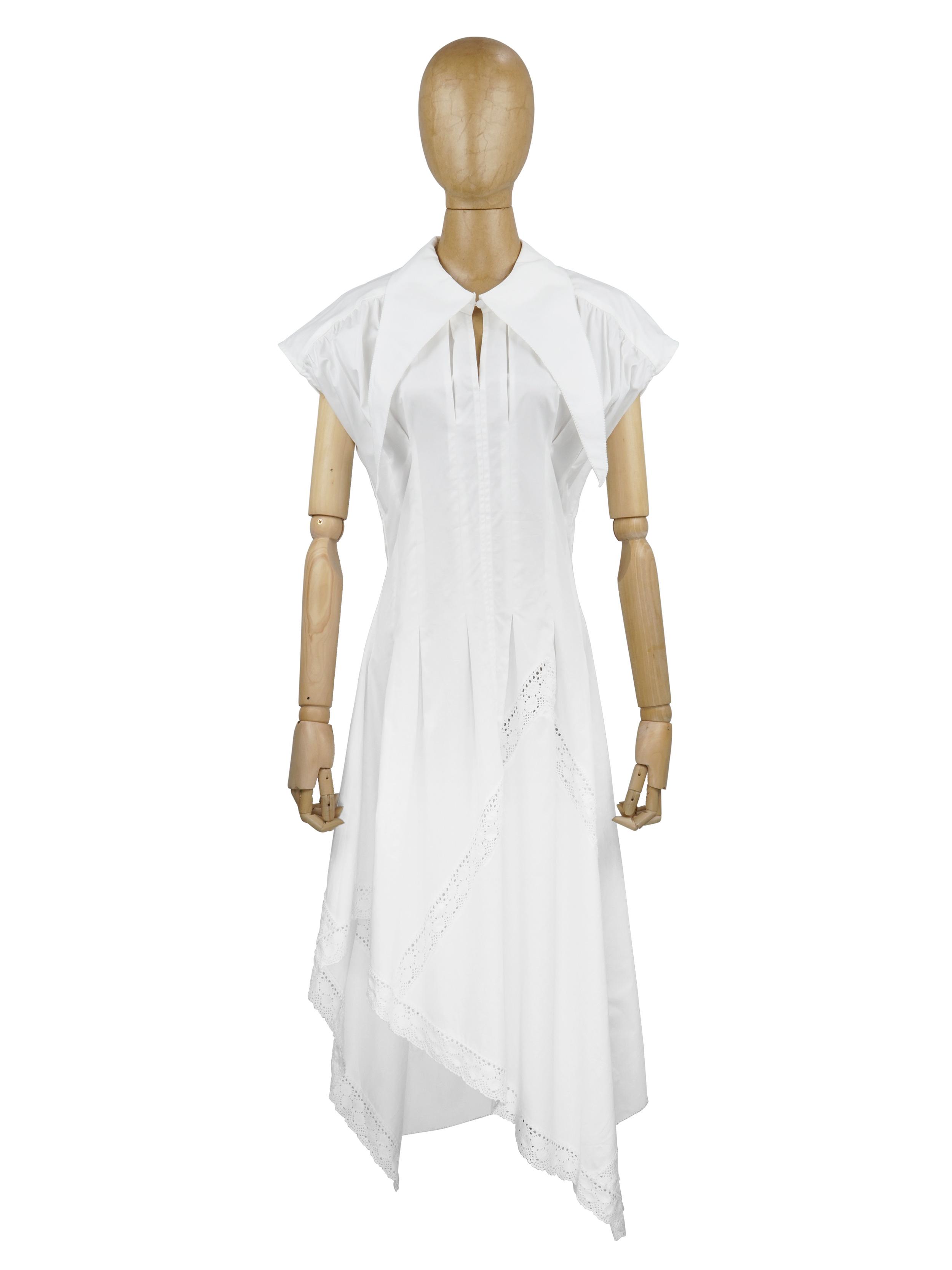 Đầm cổ tam giác dài