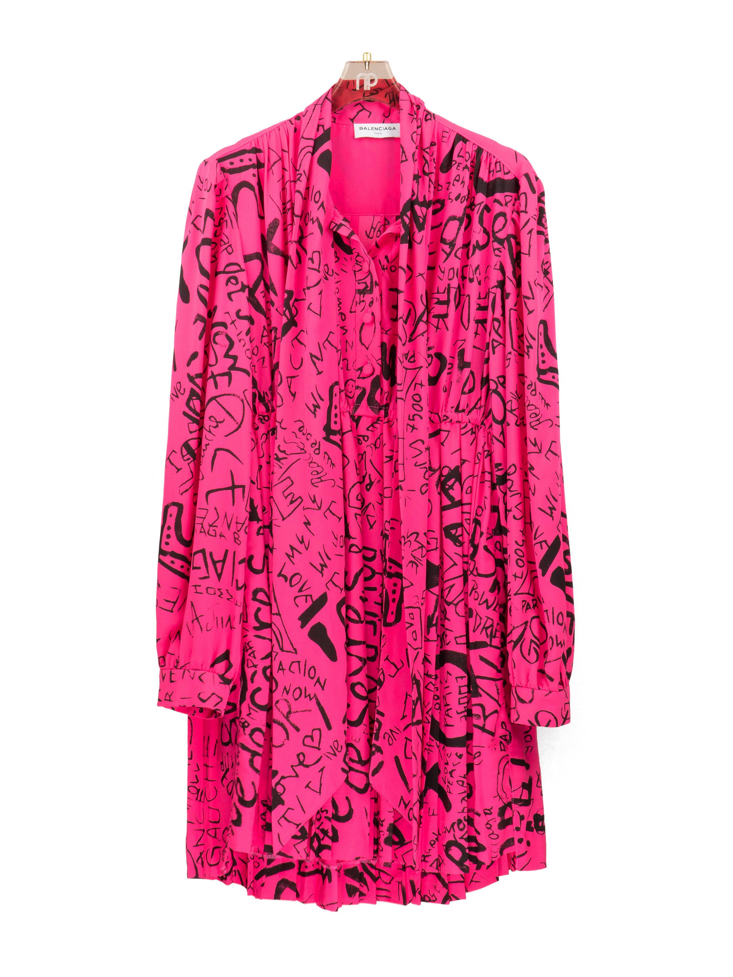 Đầm xếp ly hồng neon