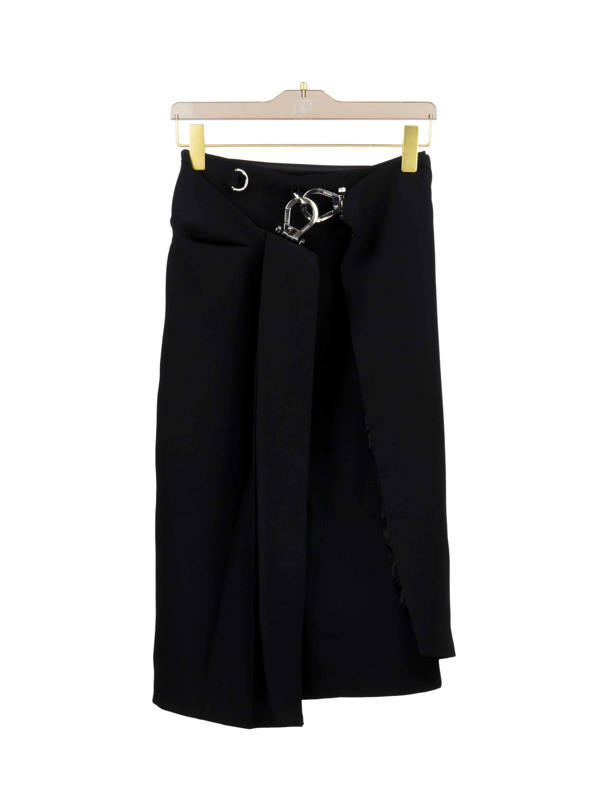 Chân váy 2 lớp khóa kim loại