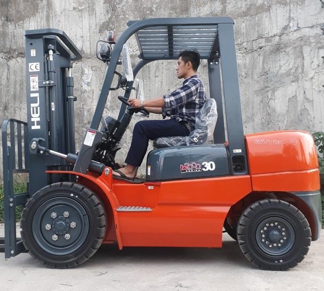 Xe nâng Heli 3 tấn máy dầu sử dụng những loại động cơ nào?